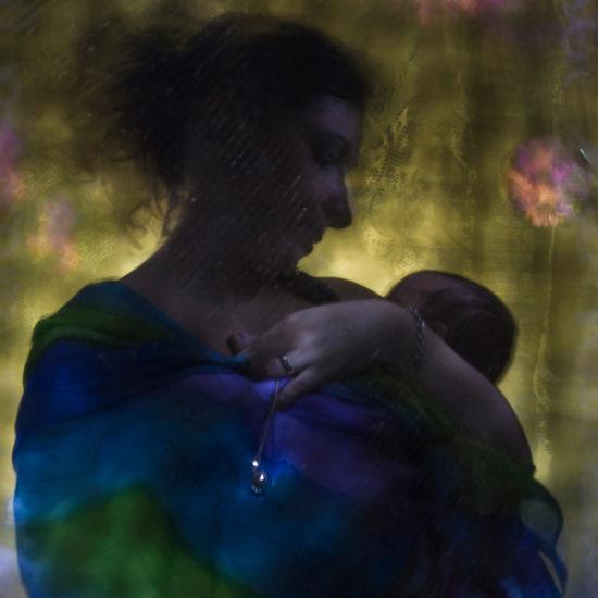 ritratto fotografico in light painting ma-donna con bambina maternità