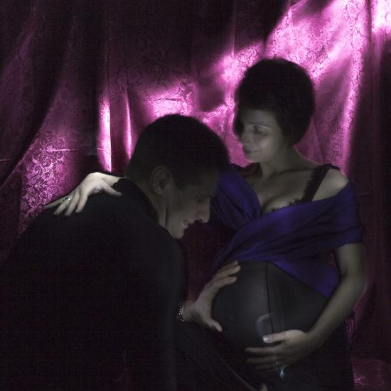 ritratto fotografico in light painting paternità e maternità alla luce di Caravaggio