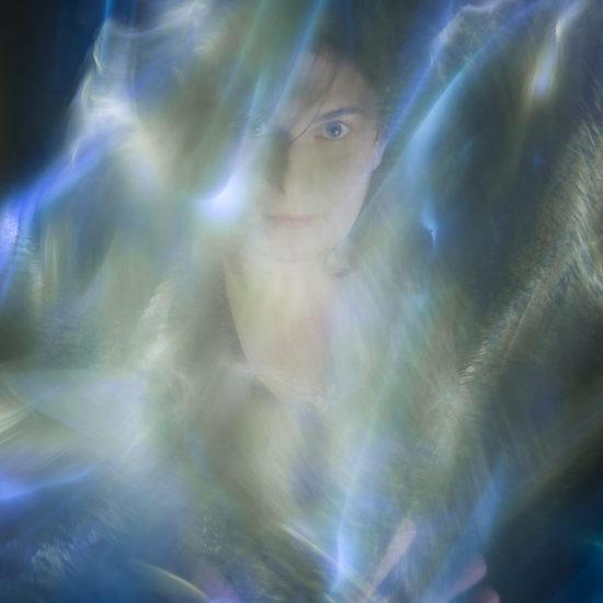 ritratto fotografico in light painting l'occhio della dea di donne e di dee