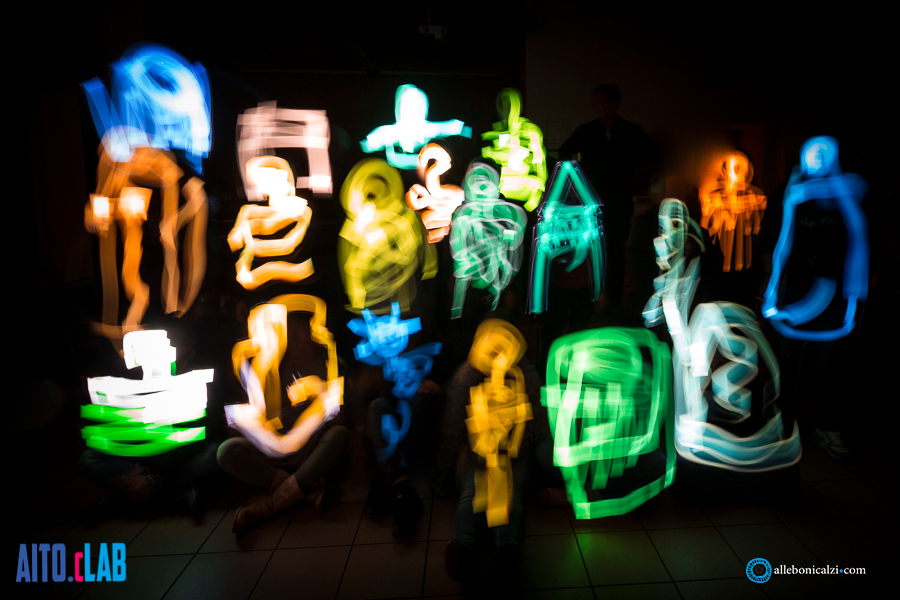 scrivere con la luce AITOcLAB-ABC Light painting allebonicalzi