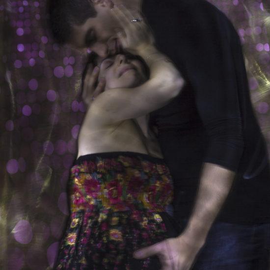 ritratto fotografico in light painting paternità e maternità alla luce di Klimt