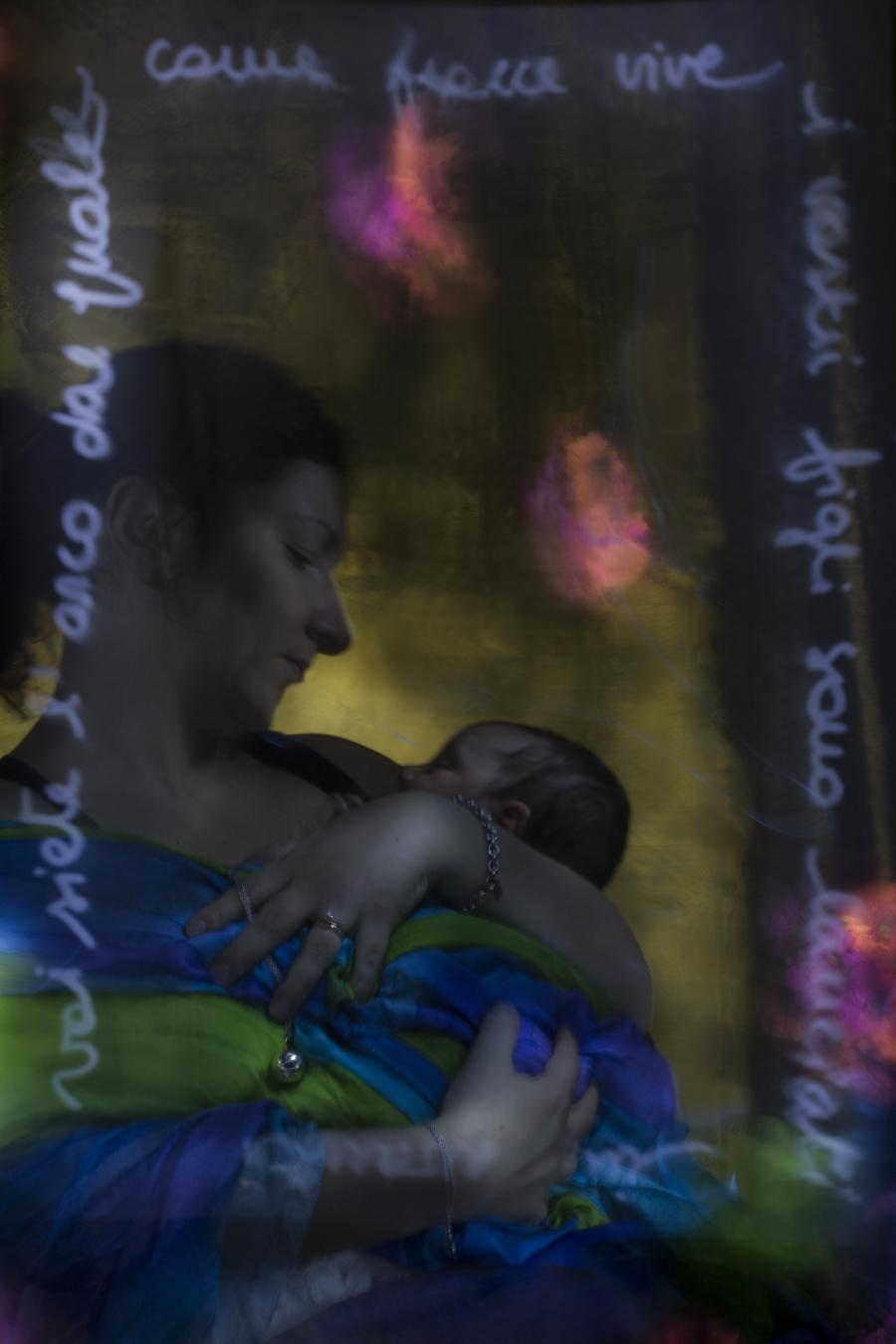 Icona della maternità in light painting